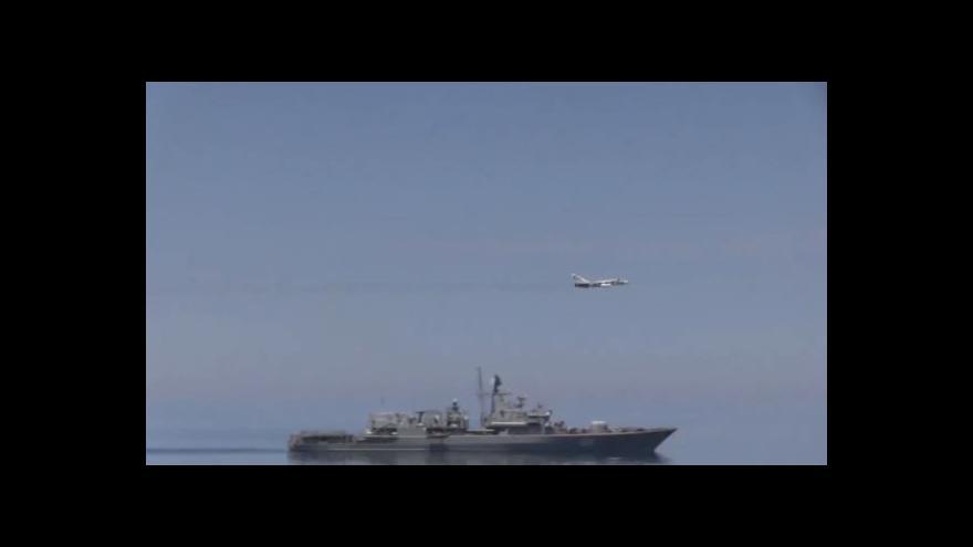 Video Průlet SU-24 kolem torpédoborce USS Ross
