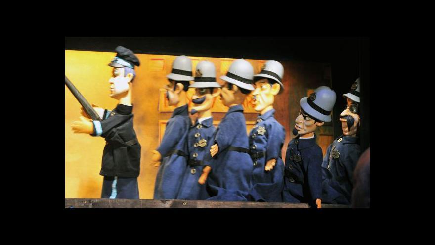 Video V Plzni hrají loutkovou němou grotesku