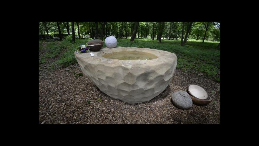 Video V Ďáblicích otevřeli přírodní pohřebiště
