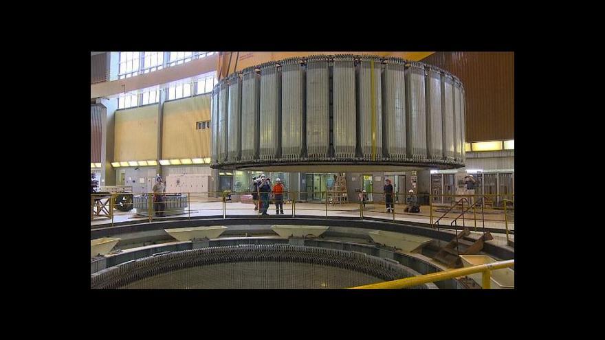 Video V Dalešicích usazovali obří rotor generátoru vodní elektrárny