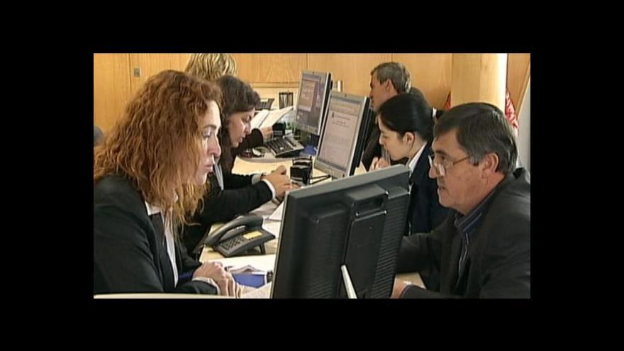Video Méně agenturních pracovníků?