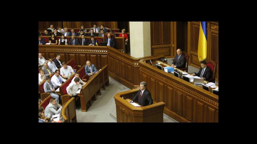 Video Porošenko bilancoval první rok ve funkci