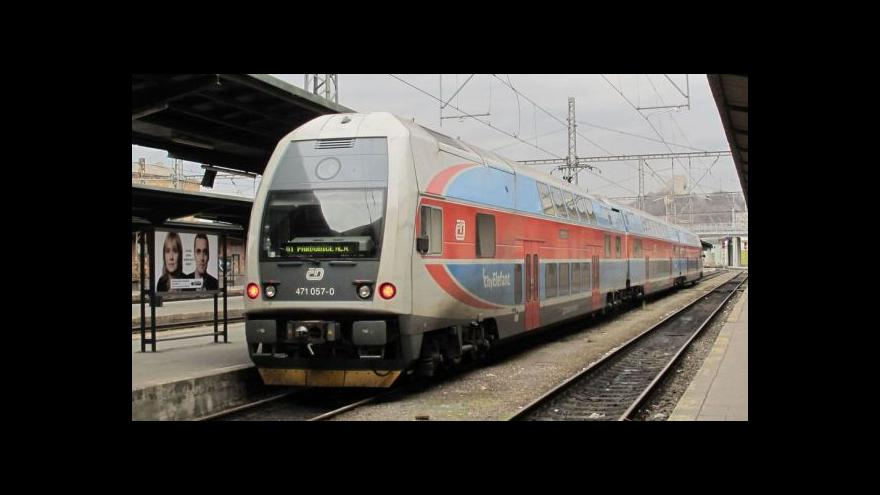 Video V okolí Prahy bude jezdit více osobních vlaků