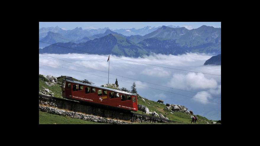 Video Kateřina Beck: Rodilí Švýcaři svoji hymnu znají
