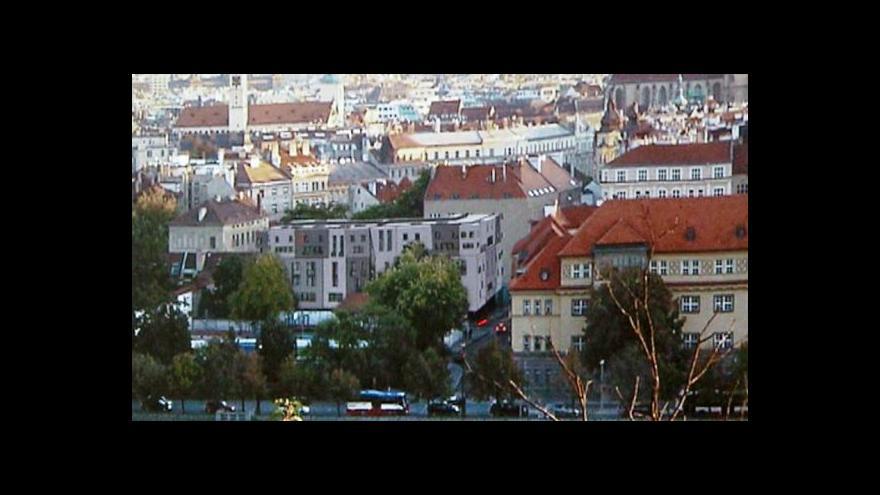 Video Reportéři ČT: Smajlíci v památkové zóně