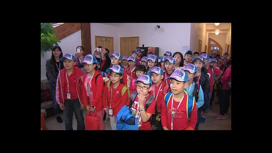 Video Čínské děti si v Česku léčí astma a alergie