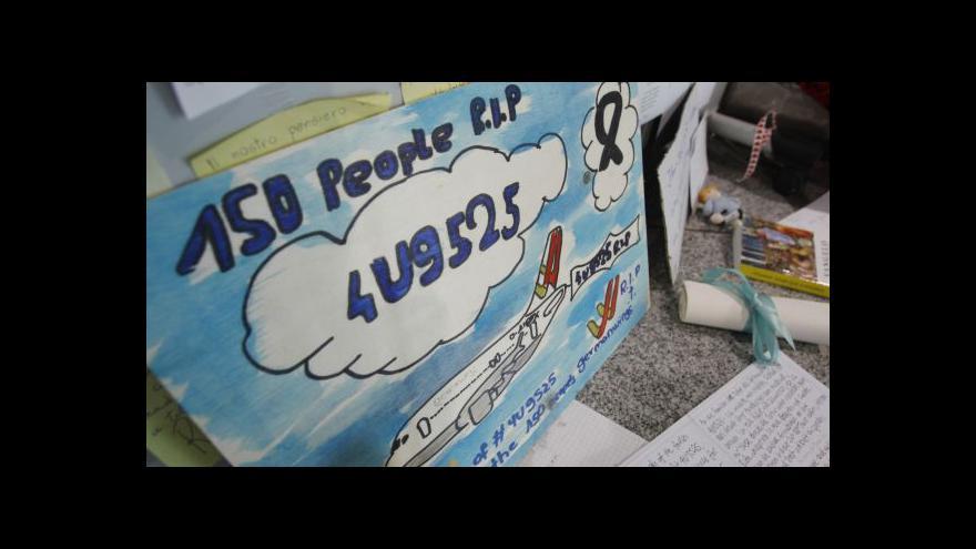 Video Do Halternu dorazí rakve s ostatky obětí nehody letadla