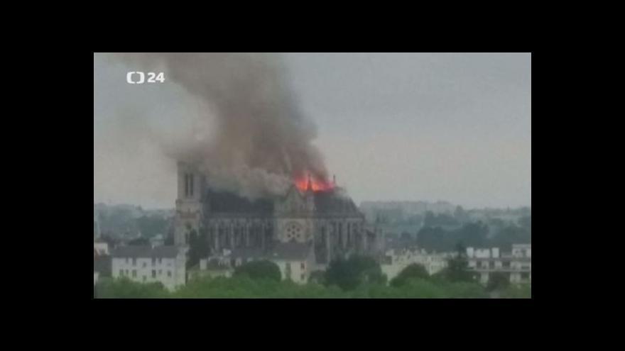 Video Požár baziliky v Nantes