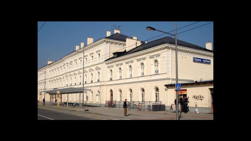 Video Z Opavy začal jezdit přímý rychlík do Prahy