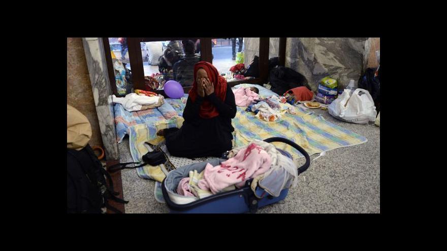 Video Plichta: Uprchlíci se snaží do Francie dostat všemi způsoby