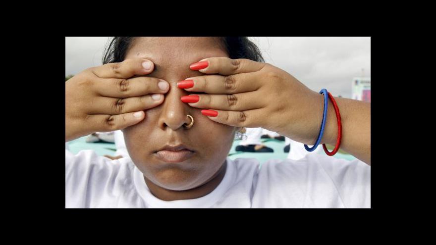 Video Svět slaví první mezinárodní den jógy
