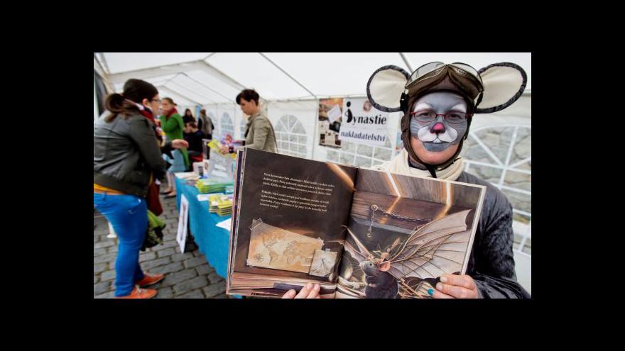 Video Organizátorka: Náš cíl? Dostat knížky z regálů pod širé nebe
