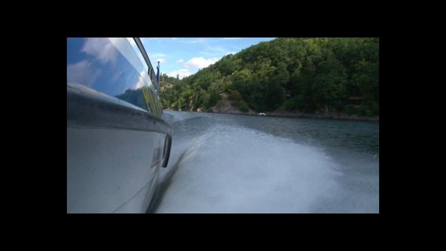 Video Spor o motorové čluny na Vranovské přehradě