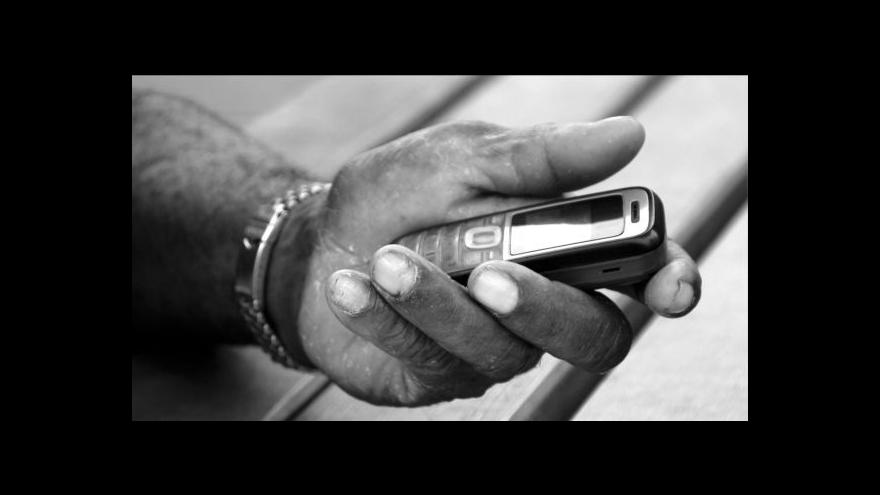 Video Neslyšící mohou poslat hasičům na tísňovou linku SMS