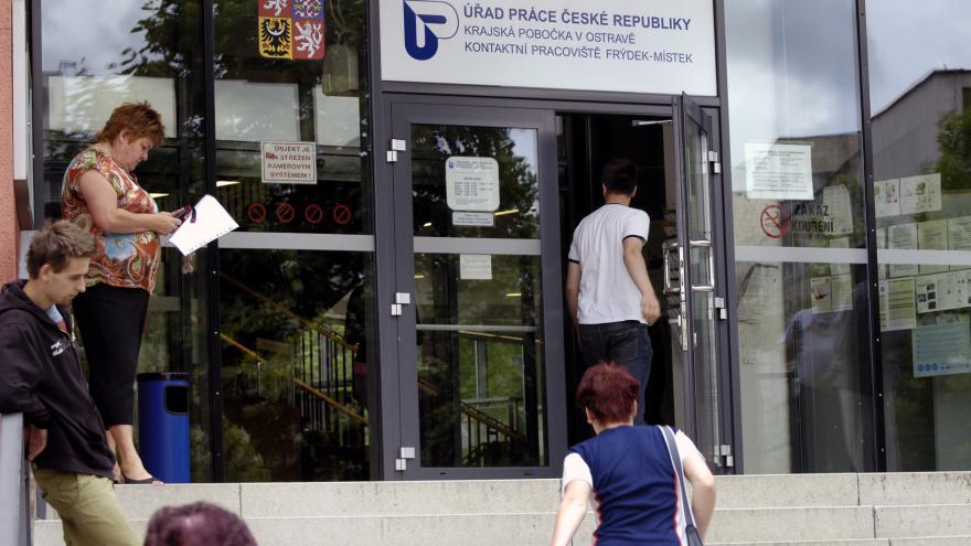 Video Nezaměstnanost v červenci stoupla na 6,3 procenta