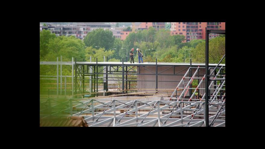 Video Stavba nové radnice Prahy 8 se zastavila