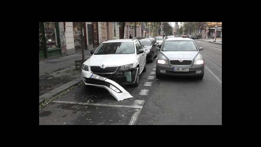Video Nouzové číslo 1224 spojí řidiče s asistenční službou