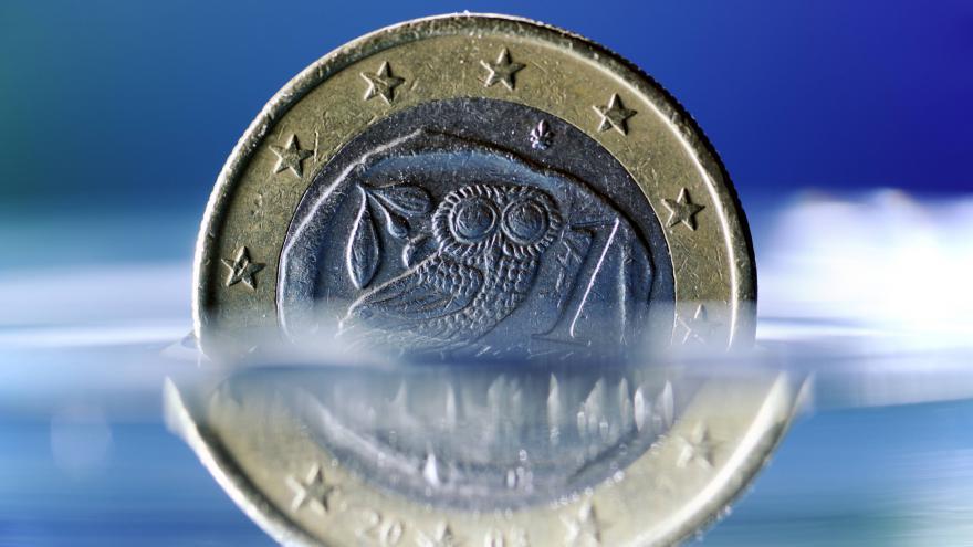 Video ECB Řecku pomůže, Atény uspořádají referendum