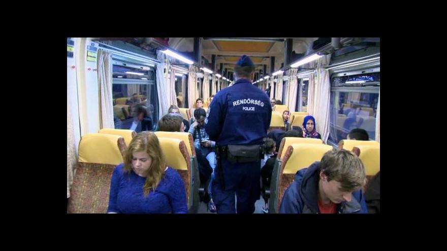 Video Kamerou ČT: Policejní kontrola v nočním vlaku