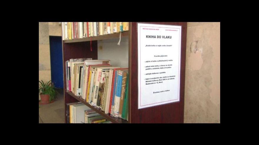 Video Na nádraží si knihu vezmete, po výstupu vrátíte