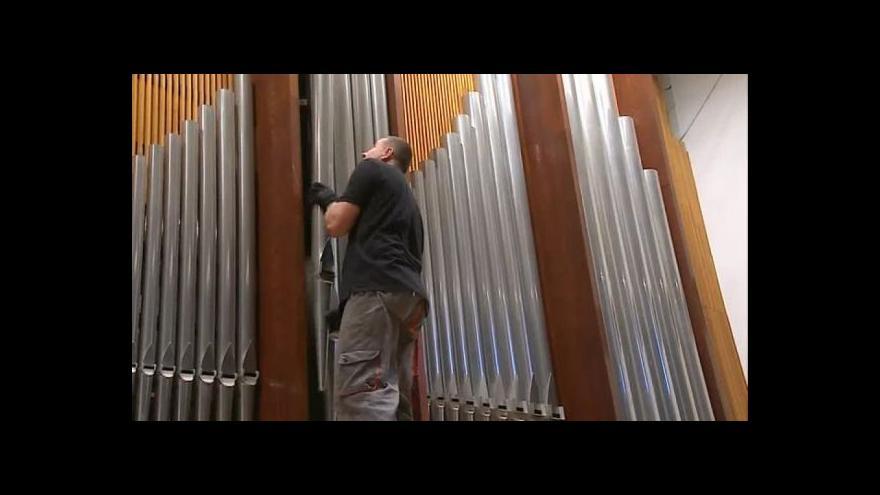 Video Bez komentáře: Rozebírání zlínských varhan