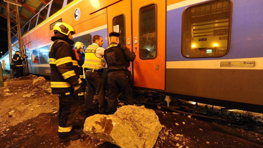 Video Nehoda na Masarykově nádraží, vlaky jezdí z jiných