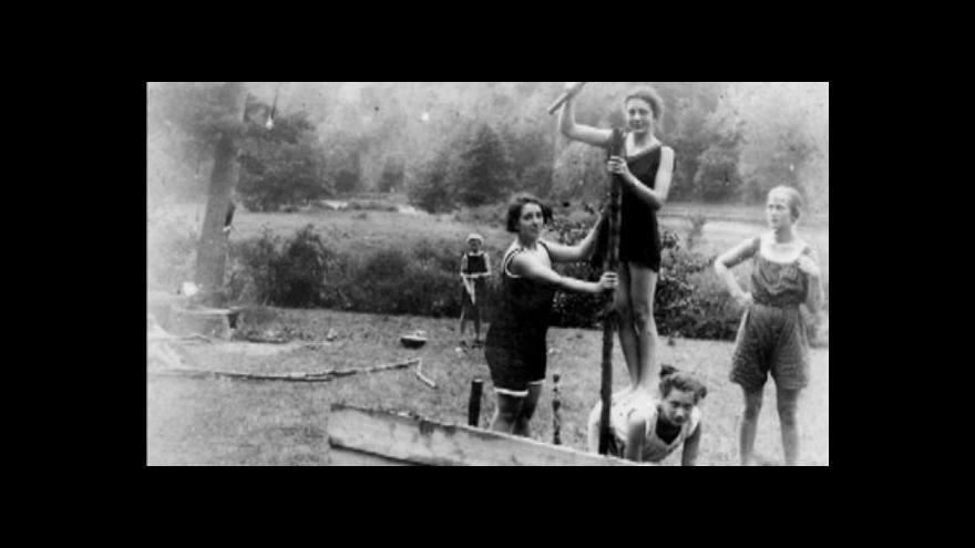 Video Tábor plný děvčat: mezi skauty už sto let běžná věc