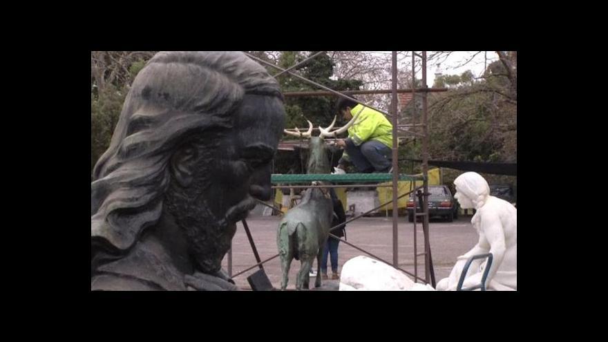 "Video V Buenos Aires ""léčí"" sochy"