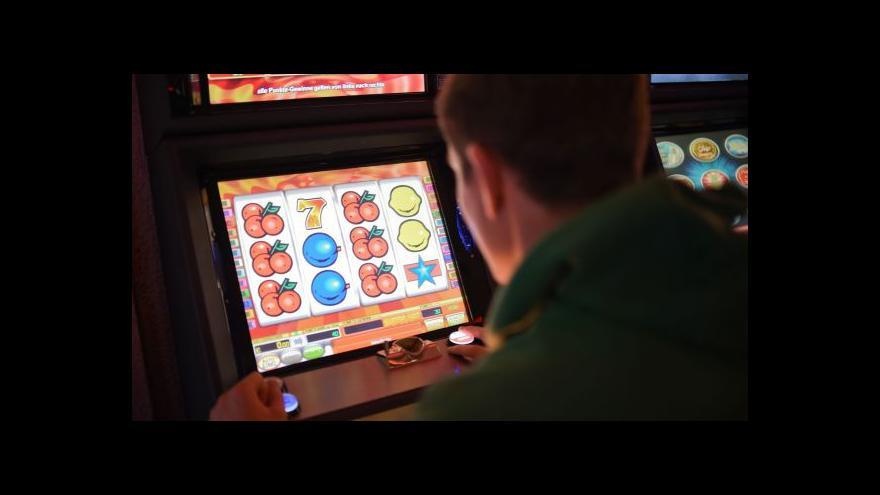 Video Vobořil a Mravčík představili první výroční zprávu o hazardu