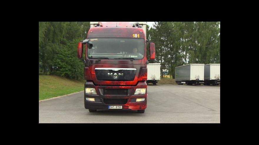 Video Český řidič převezl nevědomky v Calais tři Afričany