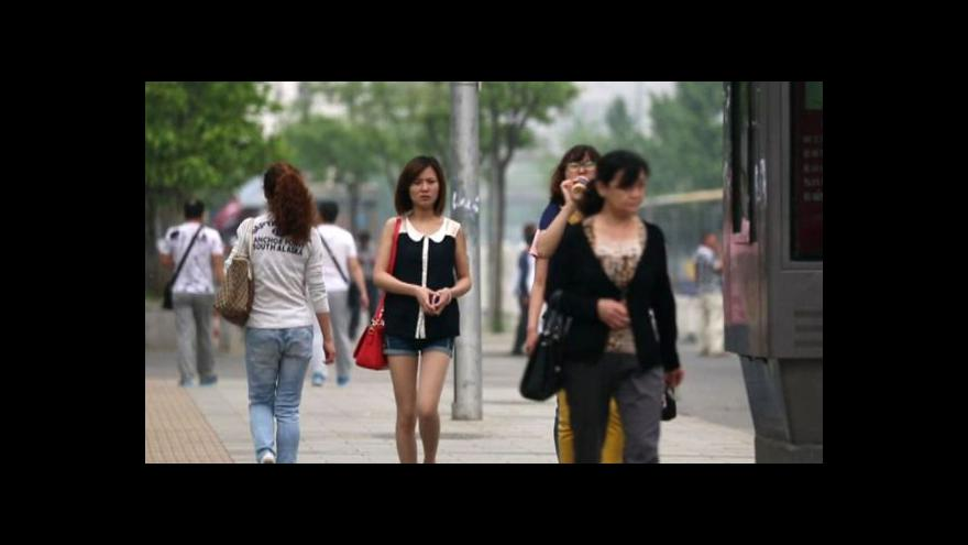 """Video Čínský výraz """"zbytky mezi ženami"""" už zlidověl"""