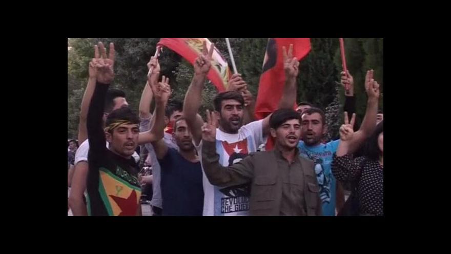 Video Do ulic Ankary vyšli demonstranti