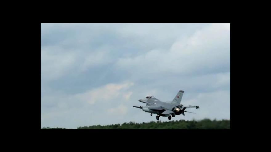 Video Z tureckých základen startuje jedna stíhačka za druhou