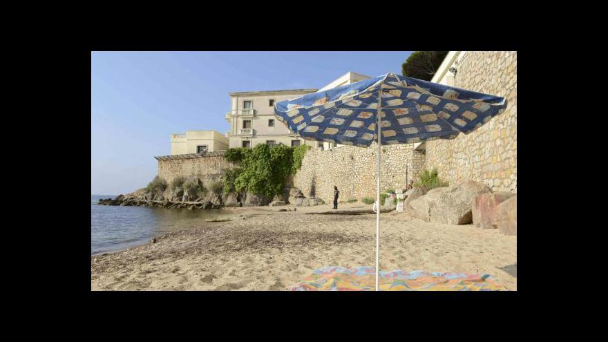 Video Kvůli saúdskému králi nesmí Francouzi na pláž