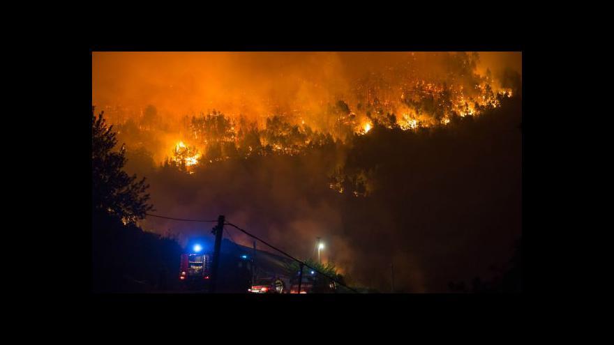 Video Bez komentáře: Plameny v okolí chorvatského Pelješacu