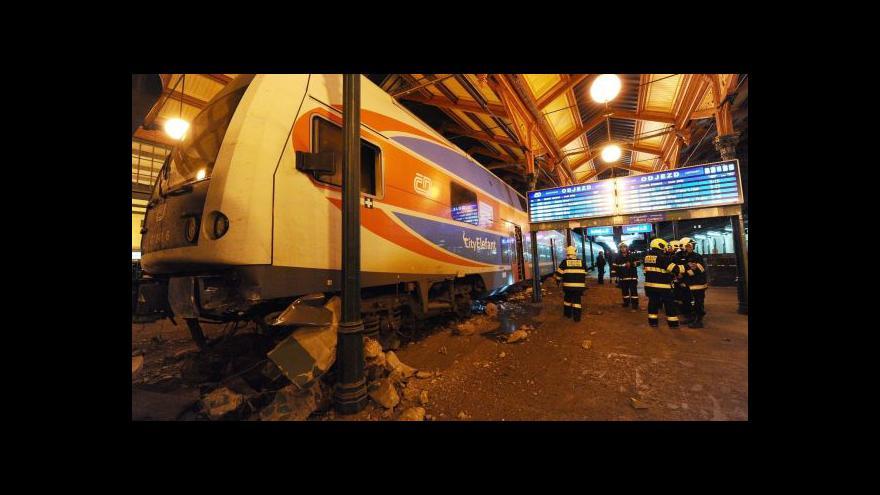 Video Vykolejený vlak uzavřel na několik hodin Masarykovo nádraží