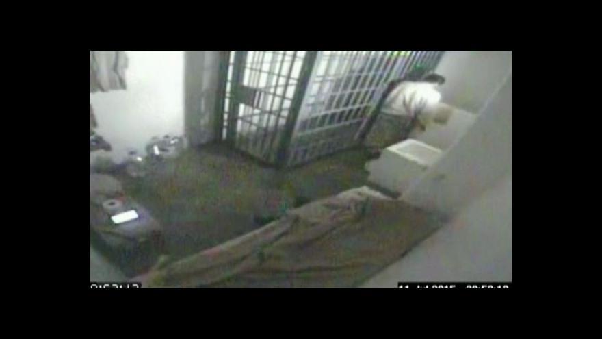 Video Záběry z míst, po kterých drogový boss prchal z cely