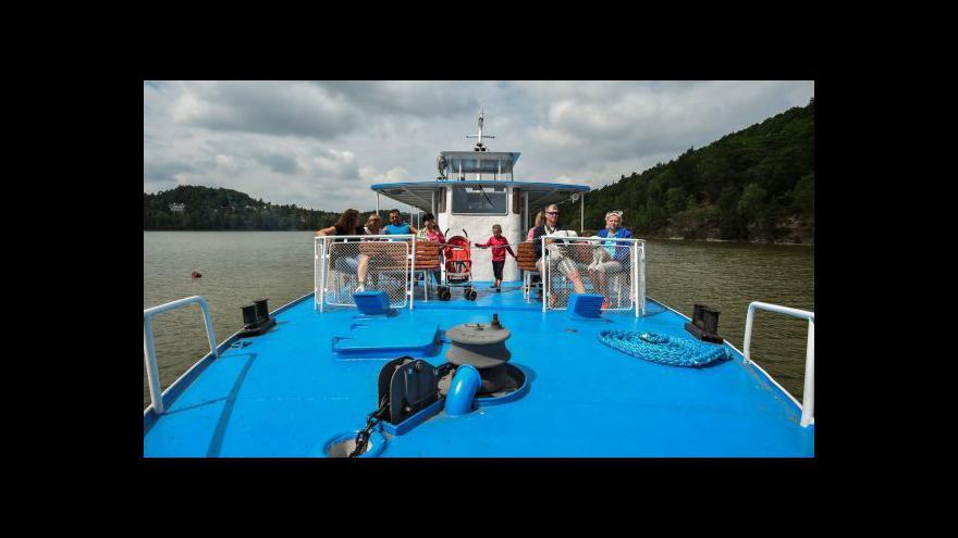 Video Lodě znovu na Máchově jezeře