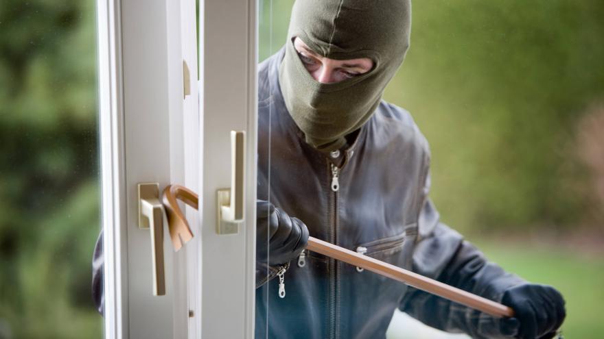 Video Krádeží v bytech ubývá, na internetu ale zločin kvete