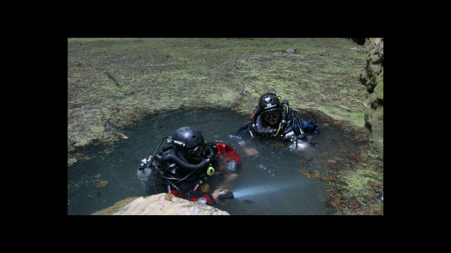 Video Sesuv v hloubce 200 metrů usnadní průzkum Hranické propasti
