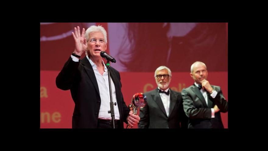 Video Richard Gere přebírá Křišťálový glóbus