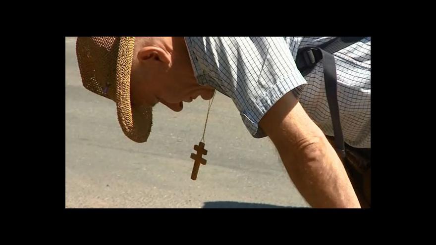 Video V pouti na Velehrad neodradí poutníky ani vedra