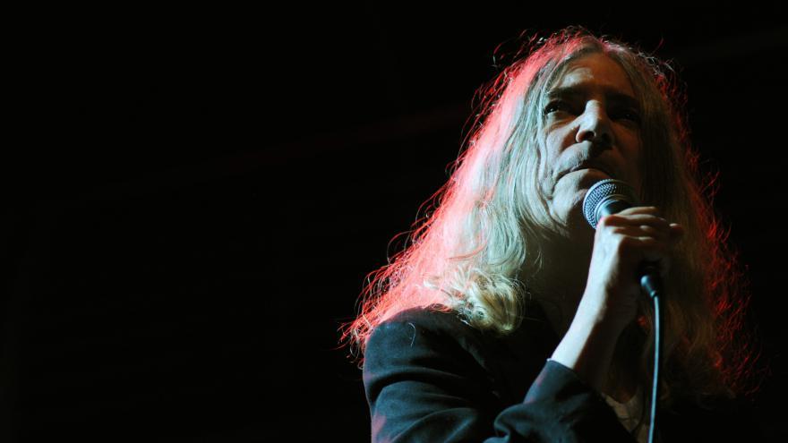 Video Patti Smith hrála v Praze