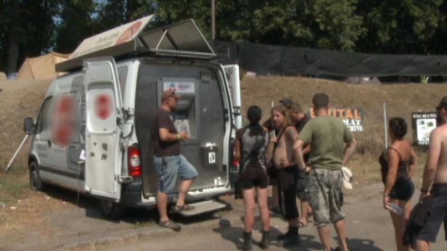 Video UDÁLOSTI: Mobilní bankomaty na festivalech i veletrzích