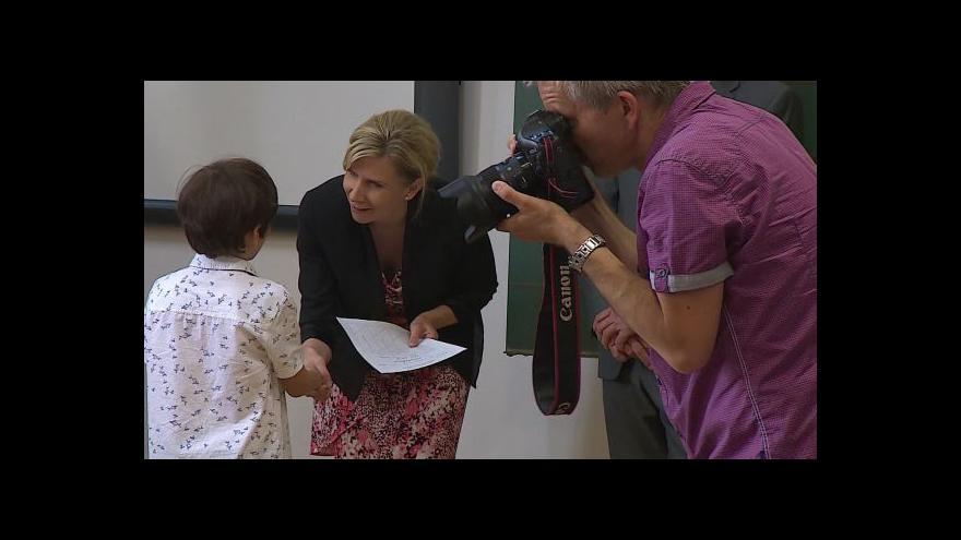 Video Ministryně Kateřina Valachová předávala v Brně vysvědčení