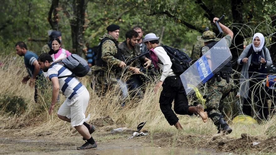 Video Chaos na hranici mezi Makedonií a Řeckem