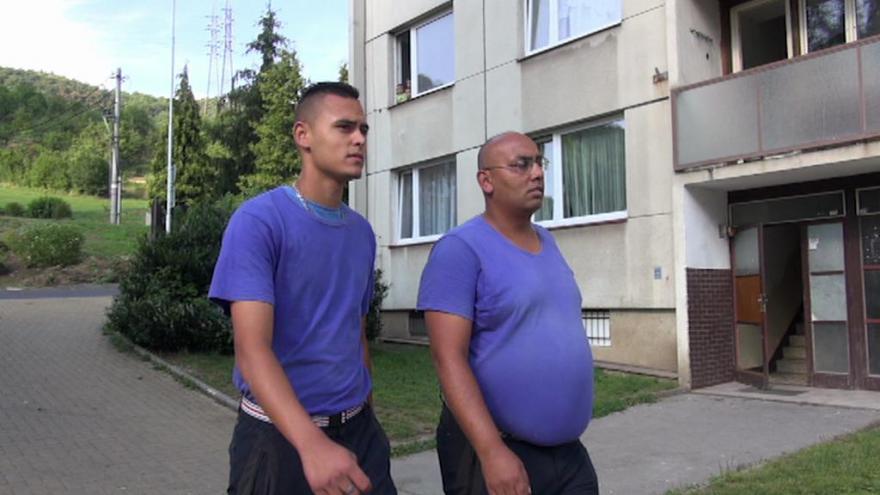 Video Romská hlídka si na sídlišti umí zjednat pořádek