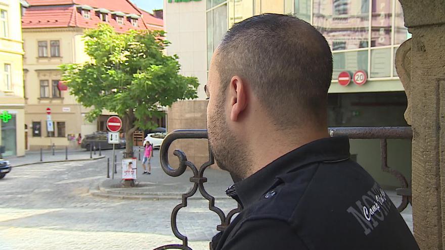Video Pan Tomáš marně hledá bydlení