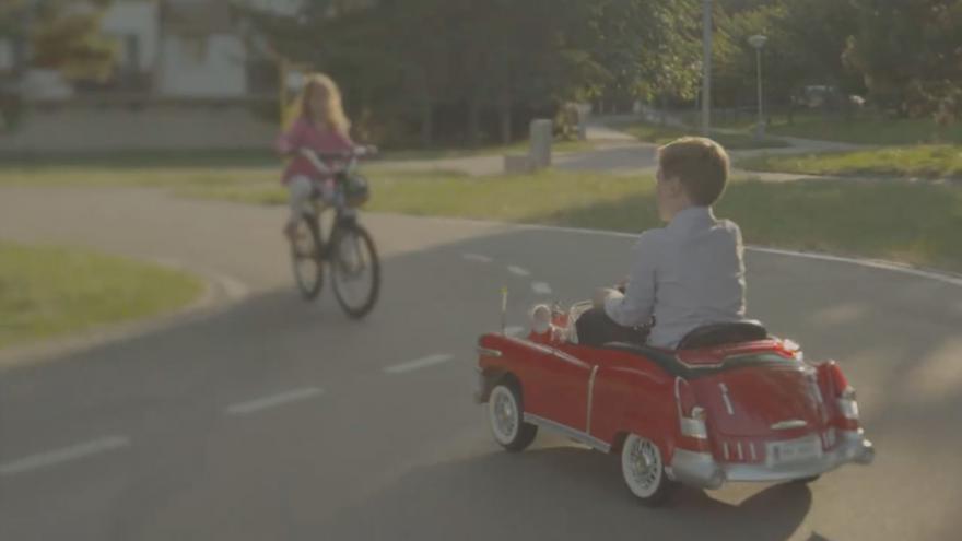 Video BESIP: Jezdíme bez přilby, a naše děti na to umírají...