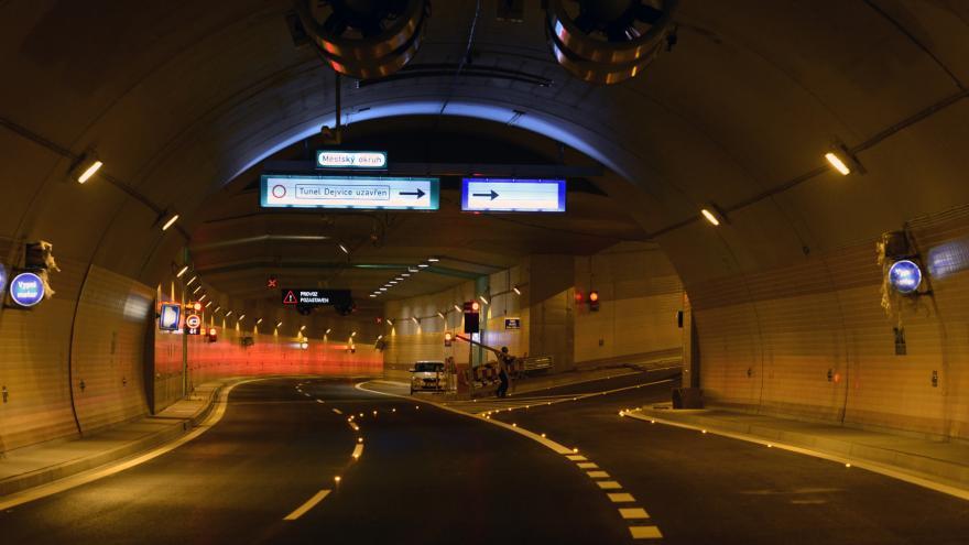 Video ŽIVĚ: Sledujte zahájení provozu v tunelovém komplexu Blanka